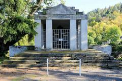 Denkmal I + II. Weltkrieg in Form eines Mausoleums in Mansfeld.