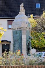 Lutherbrunnen am Lutherplatz in Mansfeld; errichtet 1913 - Bildhauer Paul Juckoff.