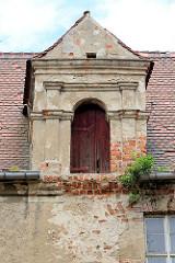 Giebel / Dachlager, Speicher mit Holztür - Schloss Mühlberg / Elbe