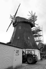 Hittfelder Mühle - erbaut 1875; die Windmühle steht unter Denkmalschutz und wird restauriert.