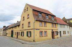 Wohnhaus mit Werkstattgebäude; Klosterstraße / Wagnergasse in Mühlberg, Elbe.