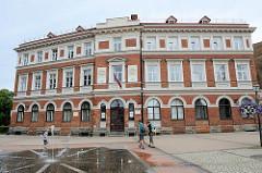 Springbrunnen - Rosenplatz vor dem Gebäude der Stadtverwaltung von Cēsis