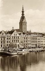 Historische Ansicht vom Flussufer und Hafenanlagen von Elbląg / Elbing - geschlossene Bebauung mit Wohnhäusern, Geschäftshäuser an der Wasserfront.