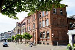 Gebäude der Buntenskampschule in Geesthacht; Mädchenschulhaus, erbaut 1896.