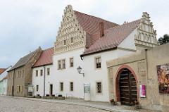 Neue Propstei erbaut 1531, jetzt Museum - Teil vom Kloster Marienstern in Mühlberg / Elbe. Das Zisterzienserinnenkloster wurde 1228 gegründet; die einschiffige Klosterkirche ist ein gotischer Backsteinbau mit romanischen Elementen.