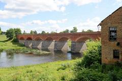 Backsteinbrücke in Kuldīga über die Venta; erbaut 1873 - mit 164 m die längste Autobrücke aus Ziegel in Europa.