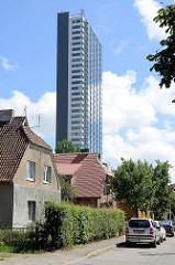 Schmales Hochhaus / Wohnhaus - Einzelhäuser mit Krüppelwalmdach; Fotos aus Klaipėda / Litauen.