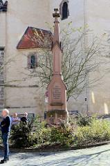 Denkmal / Obelisk an der Lutherstraße, Kirchvorplatz in Mansfeld; Inschrift: Zur Erinnerung an die bedeutungsvollen Siegesjahre 1864 1866 1870-71