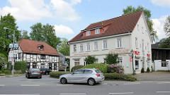 Wohnhäuser / Geschäftshäuser an der Kirchstraße / Jesteburger Straße von Hittfeld.