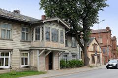 Historische Wohnhäuser, teilweise mit Holzfassade - Erker, Altstadt von Cēsis / Lettland.