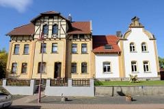 Historische Wohnhäuser in der Sangerhäuser Straße von Mansfeld.