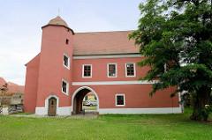 Hospitzgebäude vom Kloster Marienstern in Mühlberg / Elbe. Das Zisterzienserinnenkloster wurde 1228 gegründet; die einschiffige Klosterkirche ist ein gotischer Backsteinbau mit romanischen Elementen.