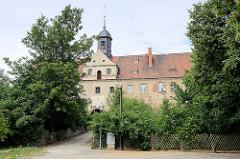 Schloss Mühlberg, 1272 als Wasserburg  erwähnt; 1545 nach einem Stadtbrand  als Jagdschloss wiederaufgebaut.  Spätere Nutzungen erfolgten als Amtsgericht, Gefängnis und seit 1859 Hauptzollamt, in jüngster Zeit als Schule, Jugendklub......