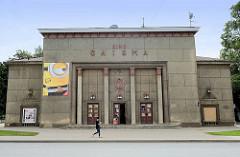 Kino Gaisma in Valmiera, erbaut 1951 - sozialistische Nachkriegs-Architektur.