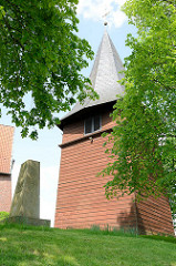 Kirchturm der evangelisch-lutherische Kirche St. Mauritius von Hittfeld.