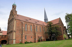 Klosterkirche Marienstern in Mühlberg / Elbe. Das Zisterzienserinnenkloster wurde 1228 gegründet; die einschiffige Klosterkirche ist ein gotischer Backsteinbau mit romanischen Elementen. 1539 wurde das Kloster im Zuge der Reformation säkularisier