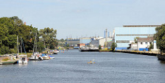 Seehafen von Elbląg / Elbing; Der Hafen bekam 1994 seine Rechte als Seehafen mit eingeschränkten Nutzungsmöglichkeiten zurück, da die Ausfahrt zur offenen Ostsee unverändert über russisches Hoheitsgebiet durch die Pillauer Meerenge.