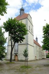 Kirchturm der Jungfrau Maria geweihten Frauenkirche, Pfarrkirche der Neustadt von Mühlberg, Elbe - erbaut zwischen 1487 und 1525.