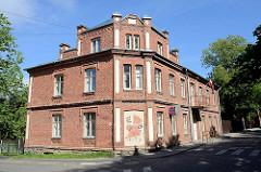 Backsteingebäude mit Dachausbau - Limbaži / Lemsal.