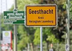 Ortschild / Stadtgrenze von Geesthacht, Kreis Herzogtum Lauenburg.