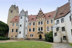 Innenhof Strehla aus dem 15 / 16. Jahrhundert - das älteste Gebäudeteil ist von 1335. Das Schloss bildet ein geschlossenes Geviert mit Architekturformen der Spätgotik und Renaissance, der elbseitige Flügel, erbaut um 1530.
