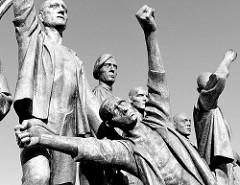 Detail - Denkmal für die Opfer des Faschismus - Figurengruppe zu Ehren des Widerstandskampfes im Lager Buchenwald. Entwurf Fritz Cremer in Zusammenarbeit mit Bertold Brecht, 1958.