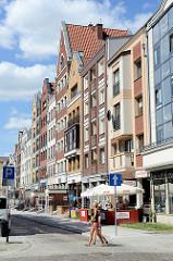 Blick in die  Straße Studzienna in Elbląg / Elbing; Neubauten, Wohnhäuser / Geschäftshäuser.