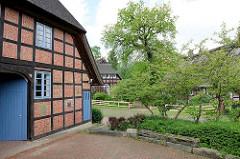Fachwerkhäuser mit Reet gedeckt - alter Ortskern von Meckelfeld.