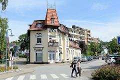 Historische Villa - farbiges Fassadendekor, Jugenstilarchitektur, erbaut 1884 - Bergedorfer Straße in Geesthacht.