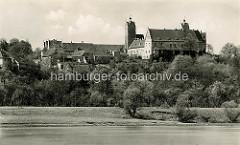 Alte Ansicht der Burganlage von Strehla - Blick über die Elbe, Elbdeich.