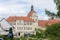 Blick zu der Jungfrau Maria geweihten Frauenkirche, Pfarrkirche der Neustadt von Mühlberg, Elbe - erbaut zwischen 1487 und 1525.