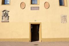 nDSC_2799 Eingang vom historische St. Georgen Hospital in der Sangershäusener Strasse von Mansfeld.