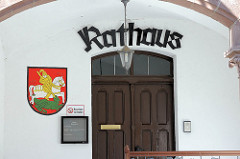 Eingang vom Rathaus in Mansfeld - Wappen St. Georg / Drachen.