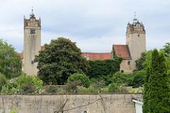 Renaissanceschloss Strehla aus dem 15 / 16. Jahrhundert - das älteste Gebäudeteil ist von 1335. Das Schloss bildet ein geschlossenes Geviert mit Architekturformen der Spätgotik und Renaissance, der elbseitige Flügel, erbaut um 1530.