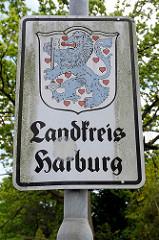 Schild mit Wappen Landkreis Harburg;