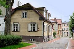 Historische Holzhäuser - landestypische Architektur in Cēsis / Lettland.