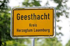 Stadtschild / Ortschild von Geesthacht, Kreis Herzogtum Lauenburg.
