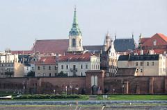 Historische Altstadt von Toruń  - Stadtmauer / Stadtbefestigung mit Tor - Heiligen Geist Kirche.