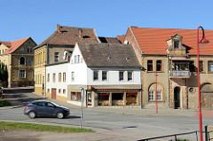 Wohnhäuser am Postplatz / Friedensallee in Mansfeld.