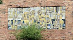 Oberschule Strehla, erbaut 1961; Wandbild  / Mosaik - Künstler Rudolf Sitte.