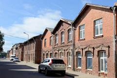 Ziegelgebäude in der Dārza iela, Limbaži / Lemsal - Wohnhäuser mit Backsteinfassade.
