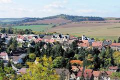 Blick von der Burg Mansfeld auf die Stadt und das Umland.