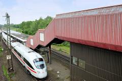 Bahnhof - Haltestelle in Meckelfeld; Beton- und Blechcharme der 70er Jahre.