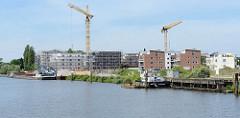 Neubauten / Baustellen am Hafenrand von Geesthacht.