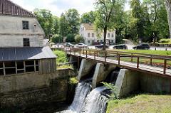 Wehr und Mühlengebäude in Kuldīga  - der Alekšupīte  Wasserfall wurde im 17. Jahrhundert errichtet, um eine Papiermühle zu betreiben.