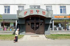 Wohngebäude / Geschäfte, alte Fassadenaufschrift FOTO; Bilder aus Kuldīga / Lettland.