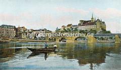 Altes coloriertes Photo von der Elbe bei Meißen - Holzkahn / Fischer auf dem Wasser - im Hintergrund die Elbbrücke und der Burgberg mit der Albrechtsburg.