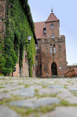 Kopfsteinpflaster - historische Festungsanlage von Toruń - Blick zum Brückentor.