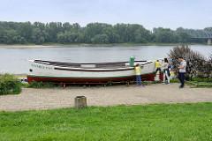 An der Weichsel-Promenade ausgestelltes Fährboot Katarzynka; ehem. Fährboot zum anderen Weichselufer.