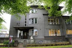 Künstlerhaus in der Straße Nikolai in Pärnu - Das Gebäude beherbergt Kunstateliers, Ausstellungshalle, Seminarraum und Büroräume für Veranstalter von Kulturveranstaltungen. Villa in funktionalistische Architekturstil, erbaut 1930.